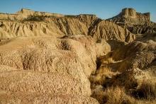 desert-bardenas-en-espagne-montagne-ravinée-photo-paysage