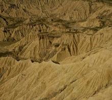 desert-des-des-bardenas-en-espagne-navarre-relief-raviné-photo-paysage