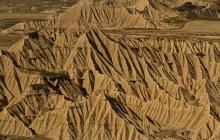 desert-des-des-bardenas-en-espagne-relief-raviné-photo-paysage