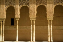 photo-architecture-colonnes-Alhambra-à-Grenade-Andalousie-Espagne